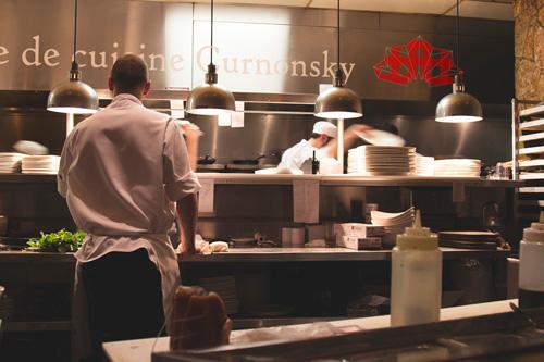 Mise en situation de la cuisine du restaurant Curnonsky